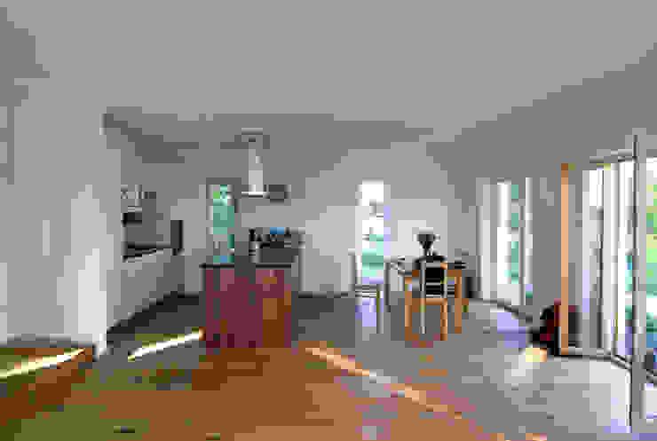 Küche im offenen Wohn- und Essbereich:  Küche von WSM ARCHITEKTEN,