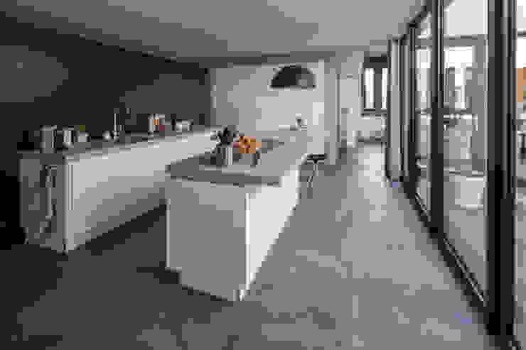 Patiowoning Tilburg Moderne keukens van Marc Melissen Architect Modern