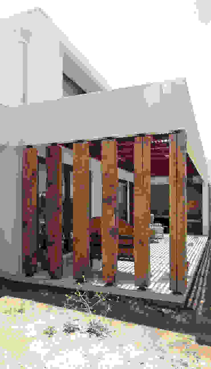 Quincho San Anselmo, 30m2, Chicureo m2 estudio arquitectos - Santiago Balcones y terrazas rústicos