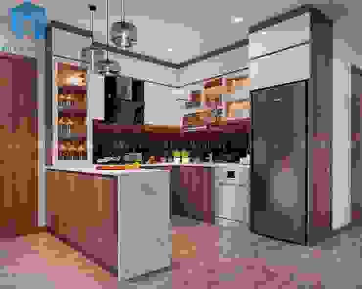 Hệ thống tủ bếp được thiết kế và bố trí khá chặt chẽ với nhau Phòng ăn phong cách hiện đại bởi Công ty TNHH Nội Thất Mạnh Hệ Hiện đại