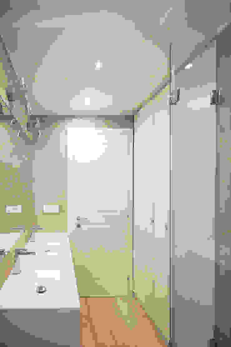 Andrea Orioli Modern bathroom