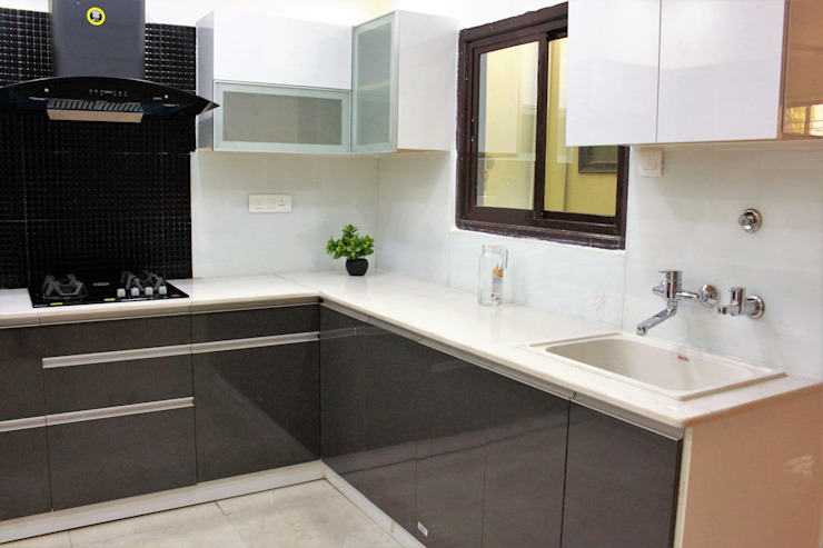 White quartz used for slab Easyhomz Interiors Pvt Ltd Small kitchens Engineered Wood Grey