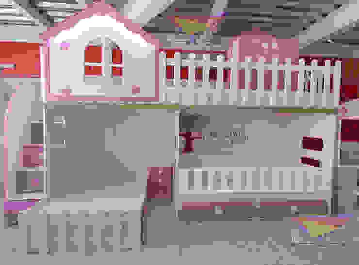 Preciosa litera con cuna estilo casita de camas y literas infantiles kids world Moderno Derivados de madera Transparente