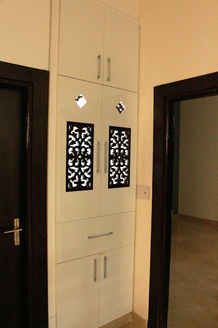 temple unit with shelves Easyhomz Interiors Pvt Ltd Living room Engineered Wood White