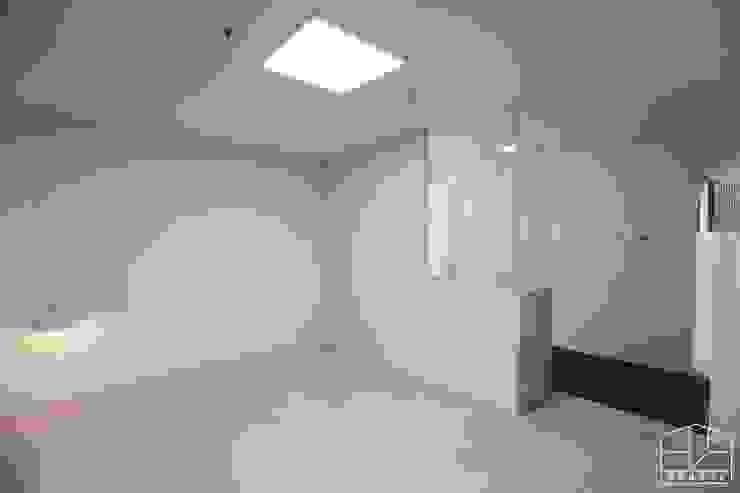 Dormitorios de estilo  por 홍예디자인,