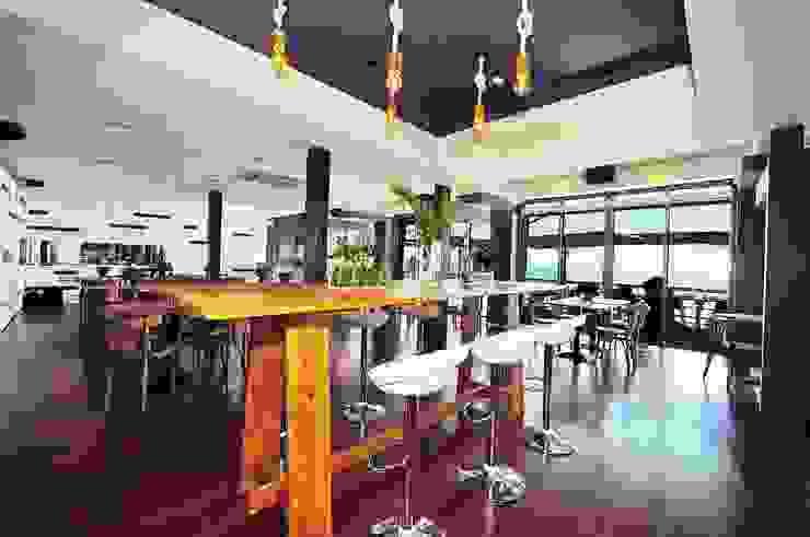 Projeto de decoração do Restaurante BBeach na Praia da Torre em Oeiras Salas de jantar rústicas por Officina Boarotto Rústico Madeira Acabamento em madeira