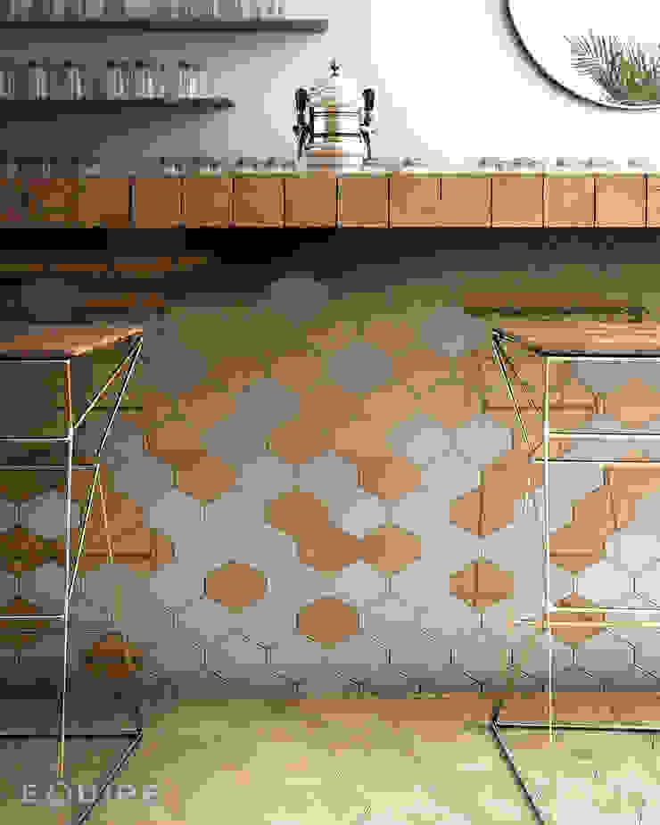 Scale Benzene Cocinas de estilo moderno de Equipe Ceramicas Moderno Cerámico