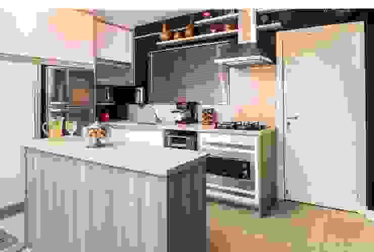 Cozinha embutida: Cozinhas embutidas  por Revisite,Moderno MDF
