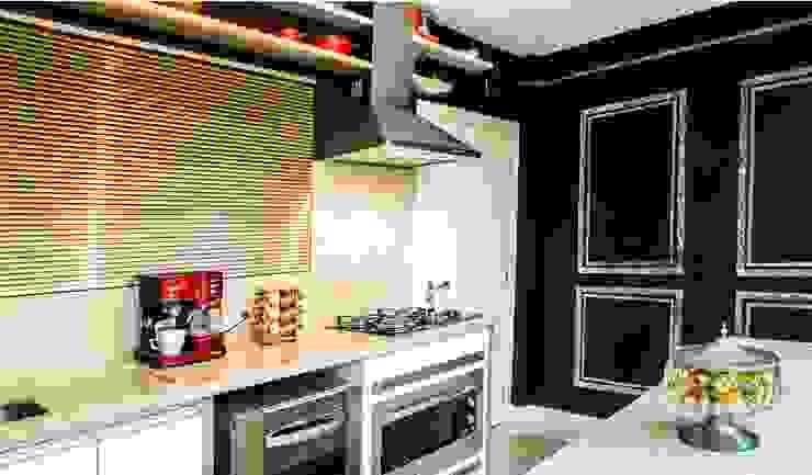 Parede preta de Giz: Cozinhas pequenas  por Revisite,Moderno