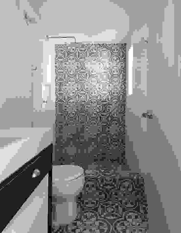 Daniel Cota Arquitectura | Despacho de arquitectos | Cancún Minimalist bathroom Tiles White