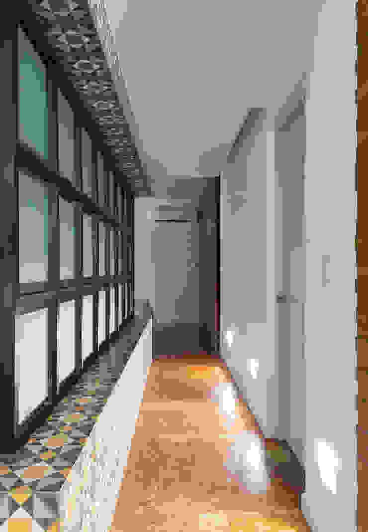 Daniel Cota Arquitectura | Despacho de arquitectos | Cancún Minimalist corridor, hallway & stairs Concrete White