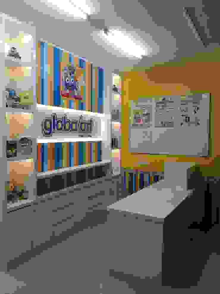 Shopping Centers minimalistas por PT Intinusa Persada Minimalista