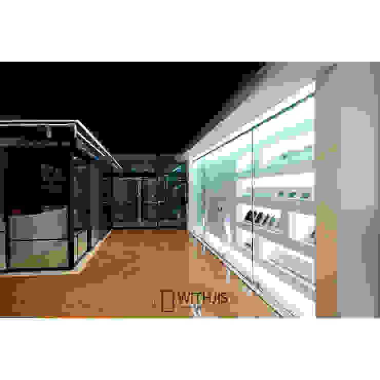 위드지스 청주전시장 내부 모던스타일 복도, 현관 & 계단 by WITHJIS(위드지스) 모던 알루미늄 / 아연