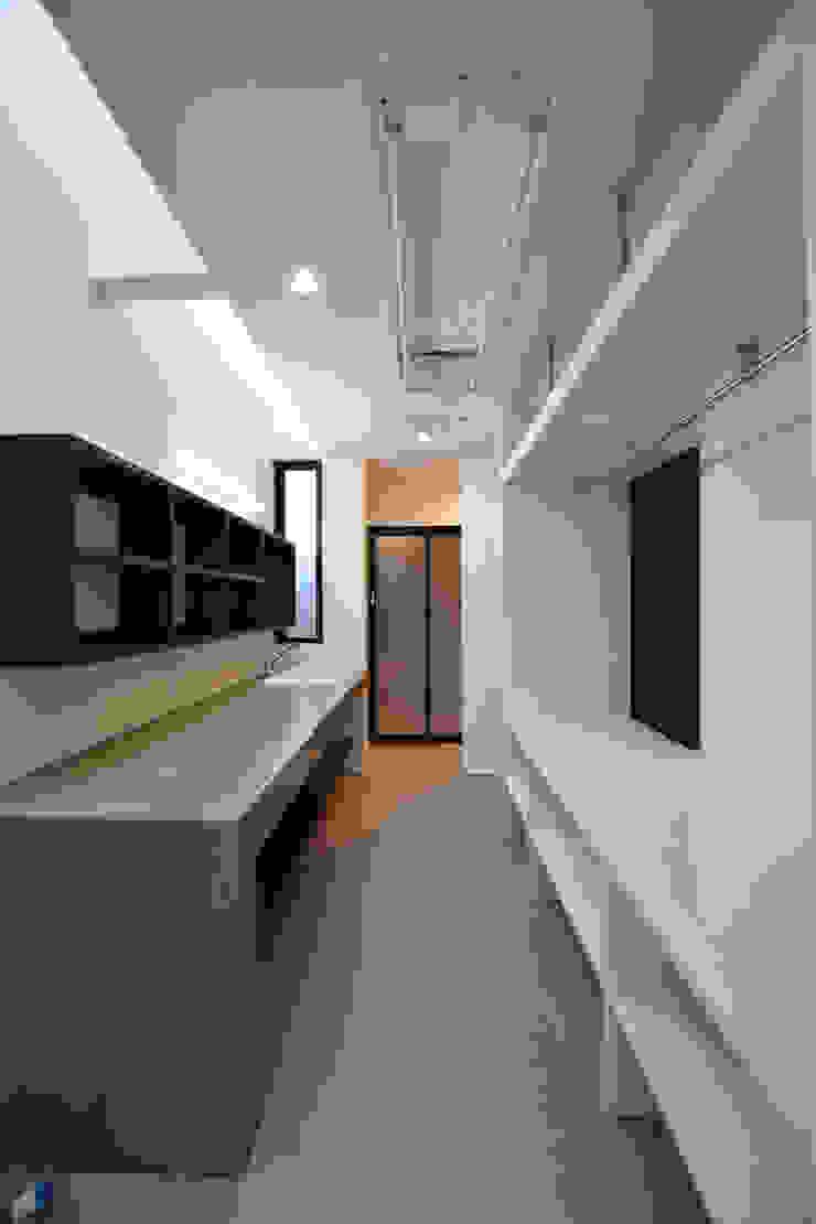 洗面・家事室: Style Createが手掛けた現代のです。,モダン