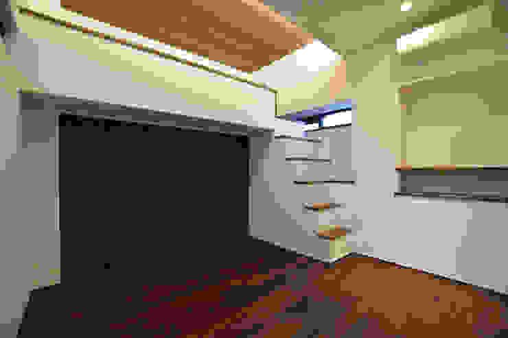 寝室 Style Create モダンスタイルの寝室 木 木目調
