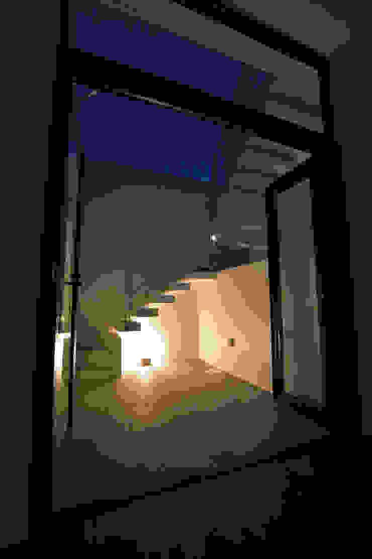 屋上への階段(夜) Style Create 階段 鉄筋コンクリート 白色