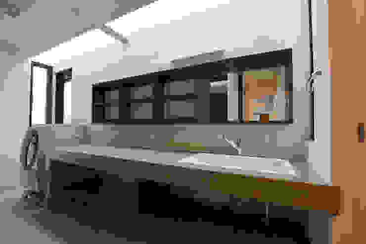 洗面・家事室: Style Createが手掛けた現代のです。,モダン 木 木目調