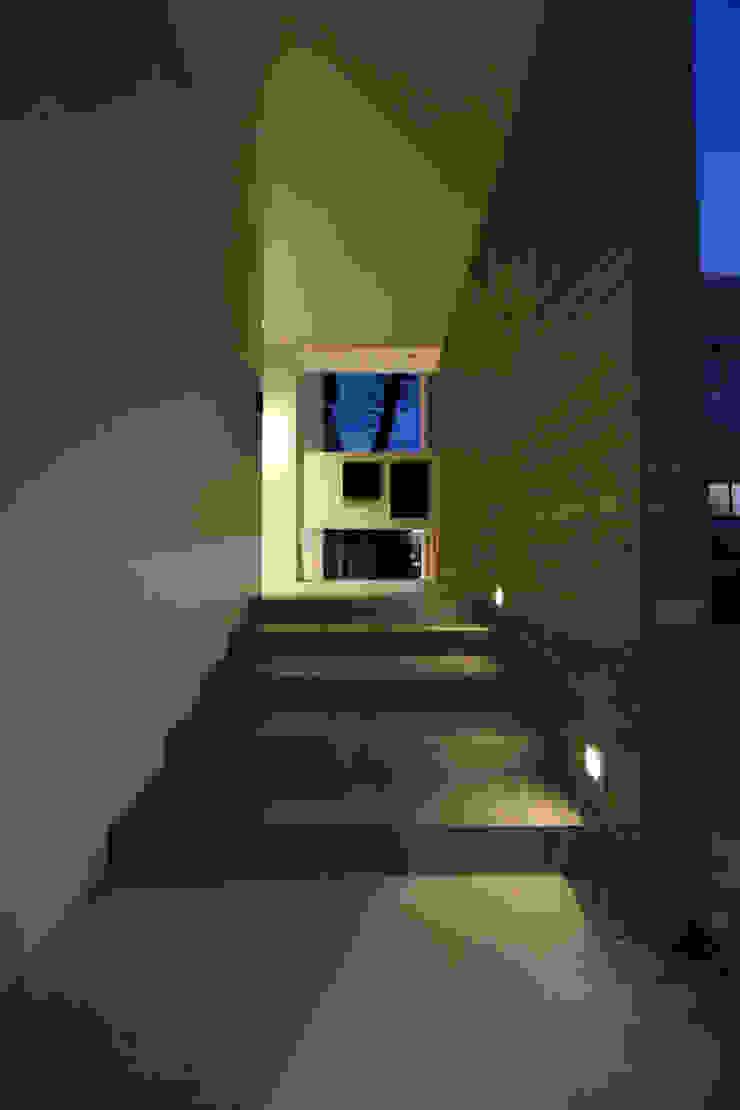玄関への階段 Style Create 階段 タイル 灰色