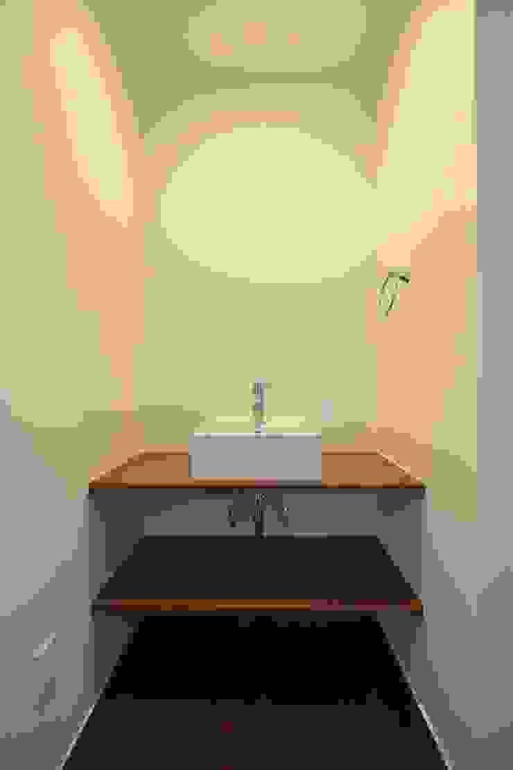 手洗いコーナー: Style Createが手掛けた現代のです。,モダン