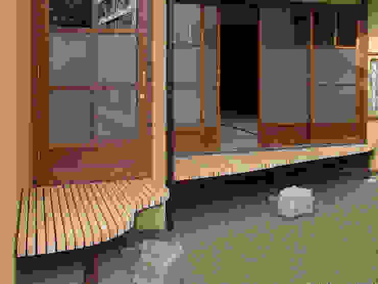 濡れ縁 和風デザインの テラス の 一級建築士事務所 ネストデザイン 和風 木 木目調