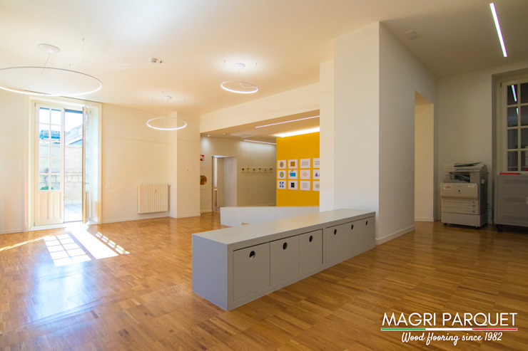 Magri Parquet Modern corridor, hallway & stairs Engineered Wood Brown