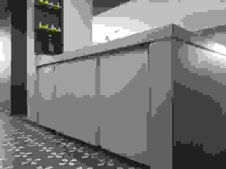 Mobiliario de MARATEA estudio Minimalista Derivados de madera Transparente