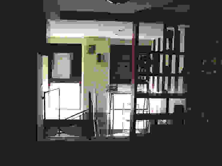 Despacho Estudios y despachos de estilo industrial de Almudena Madrid Interiorismo, diseño y decoración de interiores Industrial