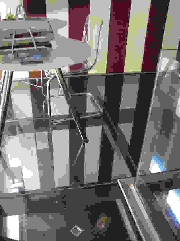 Suelo cristal Estudios y despachos de estilo industrial de Almudena Madrid Interiorismo, diseño y decoración de interiores Industrial