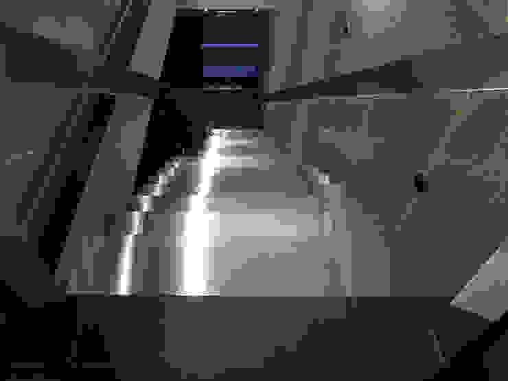 踏面もステンレス製 一級建築士事務所 ネストデザイン モダンな商業空間 鉄/鋼 メタリック/シルバー