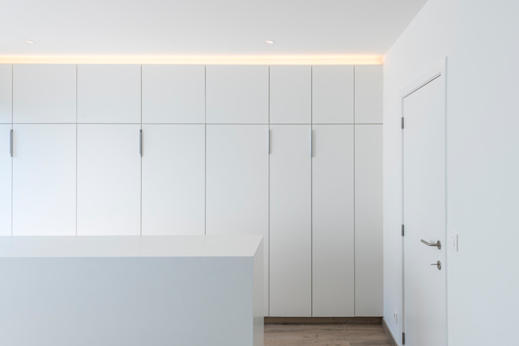 PROJECT JAC - TOTAALRENOVATIE VAN EEN VEROUDERD APPARTEMENT TE BERCHEM Moderne slaapkamers van ICONcept Modern
