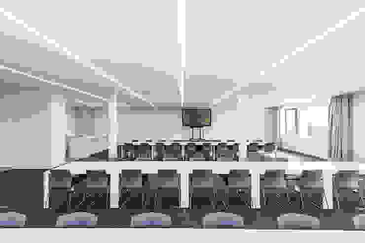 Edificios de oficinas de estilo moderno de ICONcept Moderno