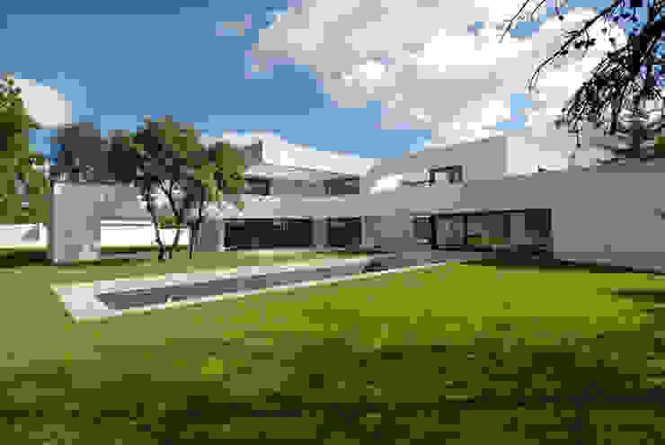 Construir vivienda unifamiliar en Madrid, arquitectura Jardines de estilo minimalista de Otto Medem Arquitecto vanguardista en Madrid Minimalista