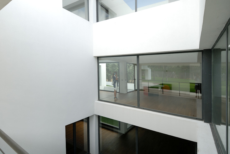 Construir vivienda unifamiliar en Madrid, arquitectura Salones de estilo minimalista de Otto Medem Arquitecto vanguardista en Madrid Minimalista