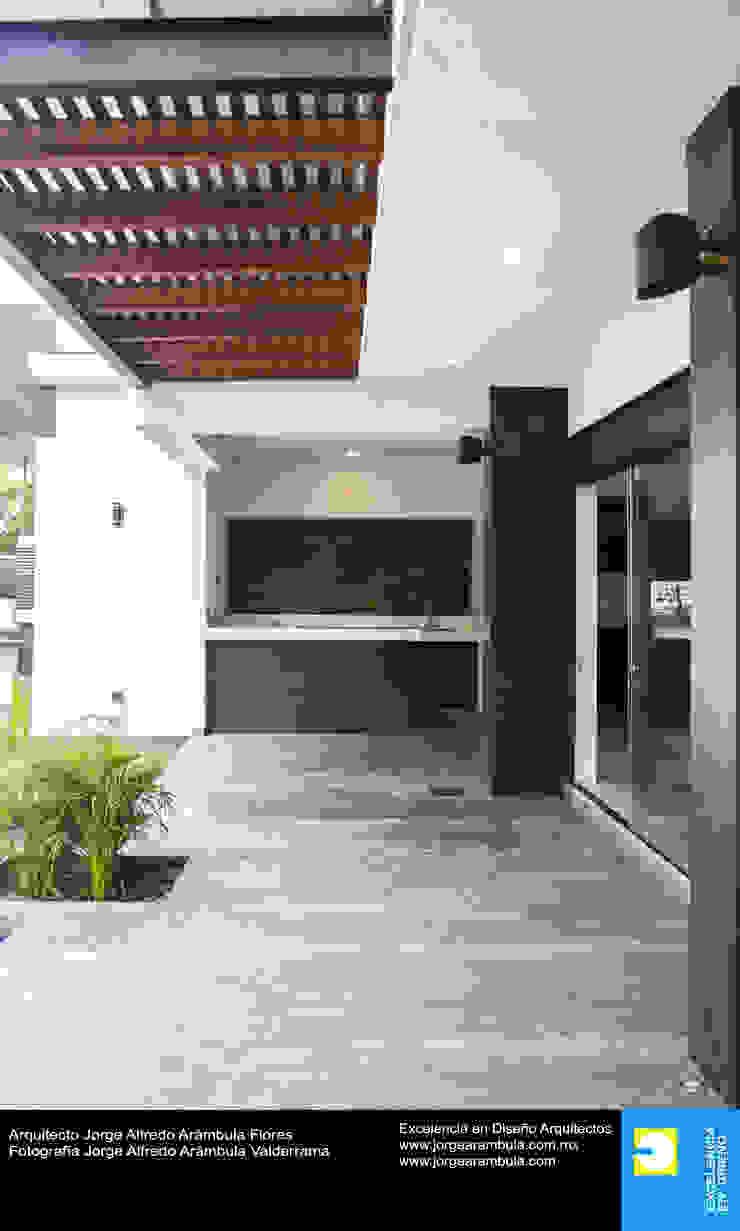Casa N1 Balcones y terrazas minimalistas de Excelencia en Diseño Minimalista