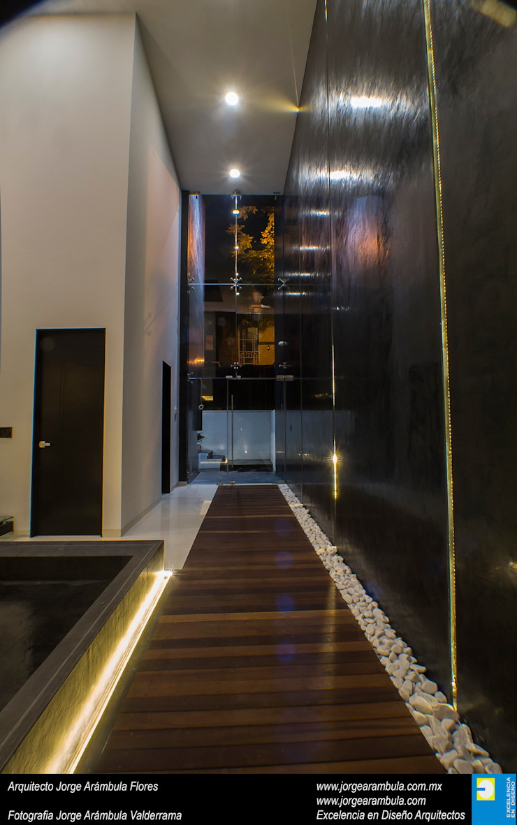 Casa N1 Pasillos, vestíbulos y escaleras minimalistas de Excelencia en Diseño Minimalista