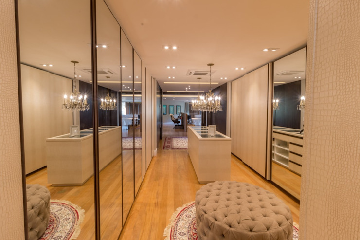 Eclectic style dressing room by C2HA Arquitetos Eclectic