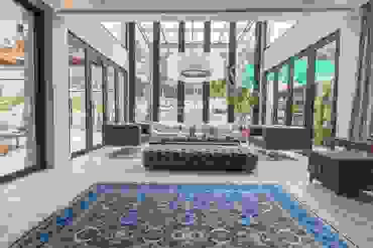 Modern living room by C2HA Arquitetos Modern