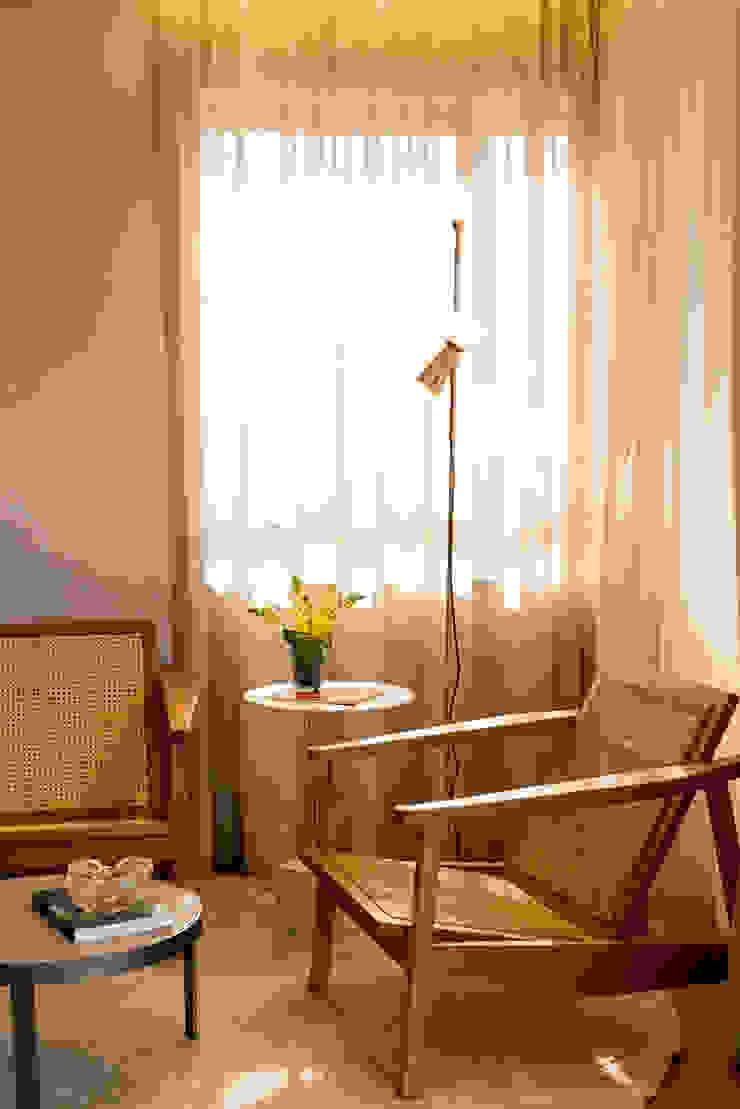 Bloom Arquitetura e Design Living roomLighting Amber/Gold