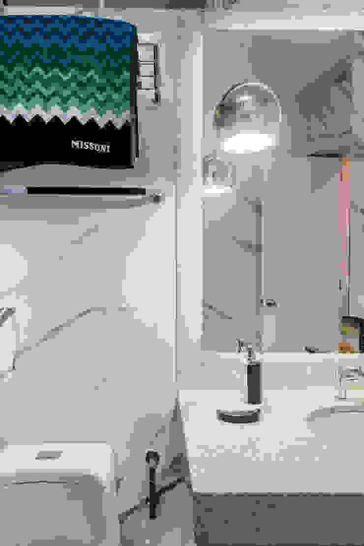 Baños de estilo moderno de Luis Escobar Interiorismo Moderno