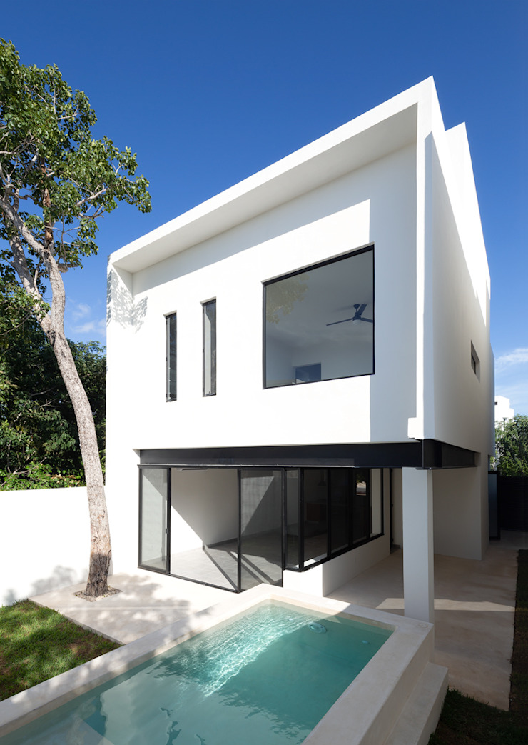 fachada posterior Daniel Cota Arquitectura | Despacho de arquitectos | Cancún Casas modernas Concreto Blanco