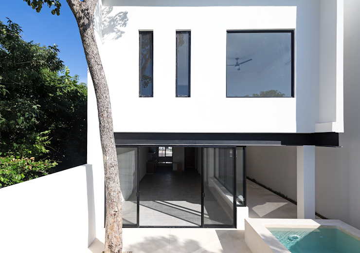 fachada posterior Daniel Cota Arquitectura | Despacho de arquitectos | Cancún Casas pequeñas Concreto Blanco