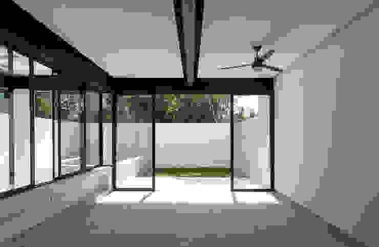 comedor Daniel Cota Arquitectura | Despacho de arquitectos | Cancún Comedores modernos Hierro/Acero Blanco