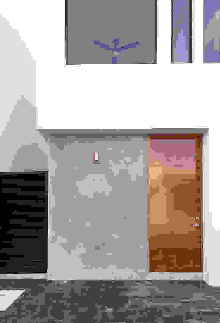 fachada principal Daniel Cota Arquitectura | Despacho de arquitectos | Cancún Casas pequeñas Concreto Gris