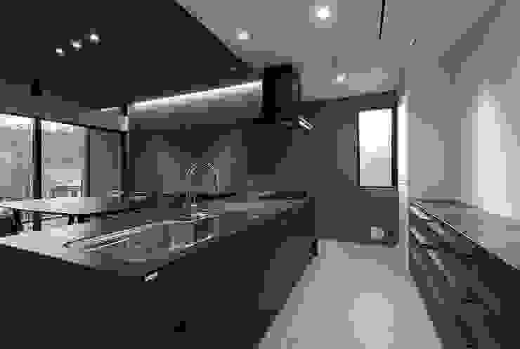 Moderne Küchen von 株式会社横山浩介建築設計事務所 Modern