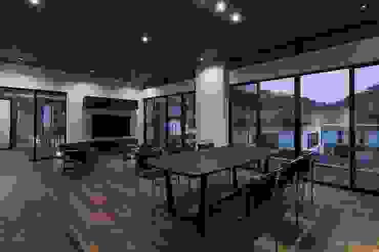株式会社横山浩介建築設計事務所 Ruang Makan Modern