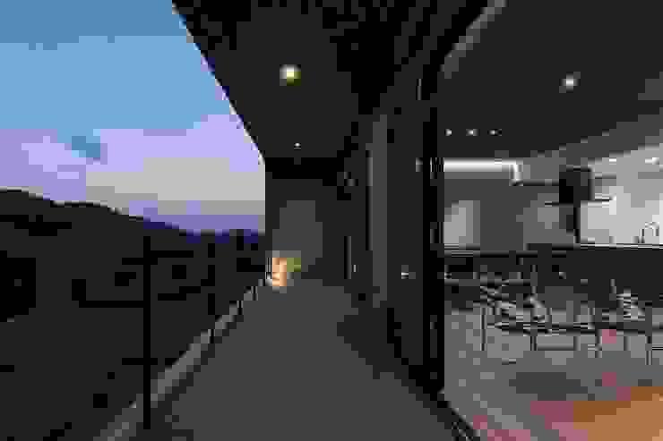 Moderner Balkon, Veranda & Terrasse von 株式会社横山浩介建築設計事務所 Modern