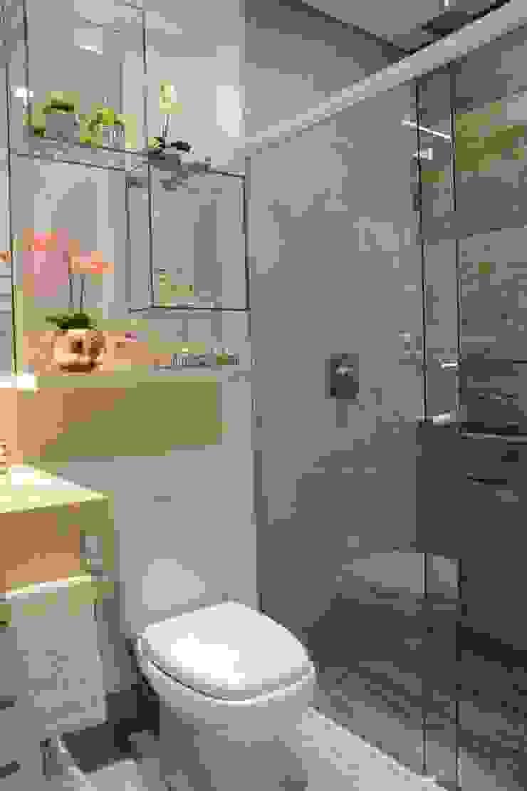 Casas de banho modernas por Graça Brenner Arquitetura e Interiores Moderno Betão