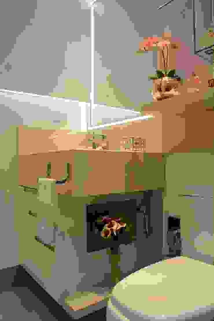 Casas de banho modernas por Graça Brenner Arquitetura e Interiores Moderno Granito