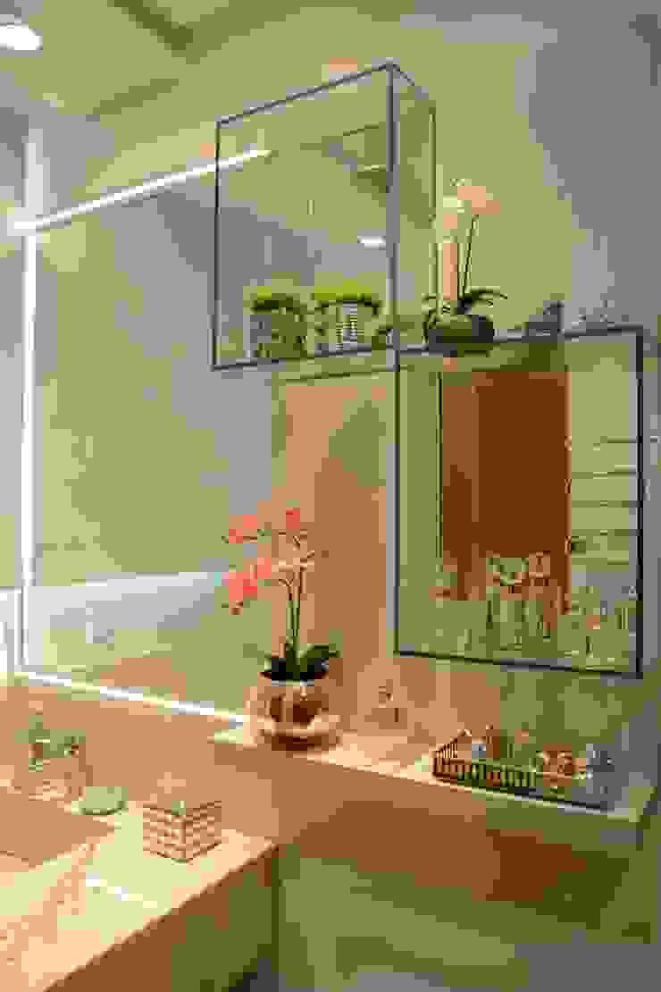 Casas de banho modernas por Graça Brenner Arquitetura e Interiores Moderno Vidro