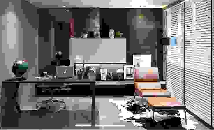 Minimalist style in Choa Chu Kang Road Minimalist study/office by Singapore Carpentry Interior Design Pte Ltd Minimalist